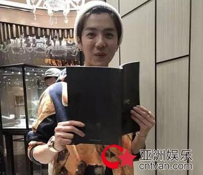 鹿晗被曝买戒指 因害怕让店员赶紧关门!