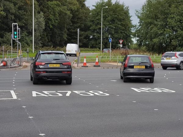 英格兰安装LED智能道钉 使高速公路交叉口驾驶员保持在车道内