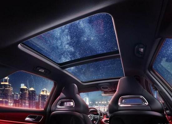 """太阳能天窗亮相广州车展 酷炫""""黑科技""""引关注"""