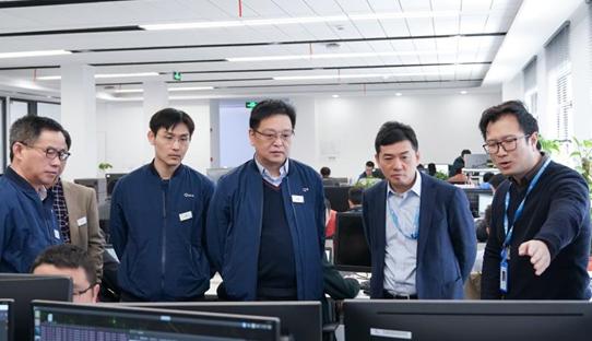 华人运通联手上海汽检推进智能网联汽车及车路协同技术发展