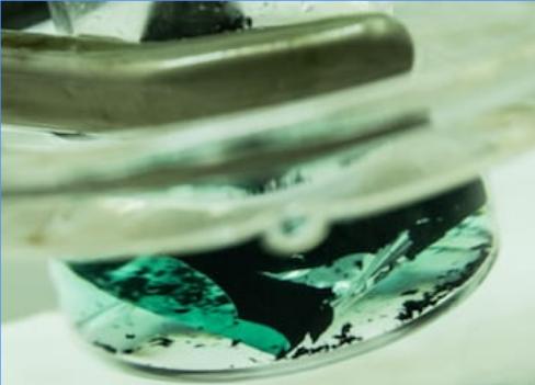 科学家利用溶剂从废旧电池中提取钴和锂