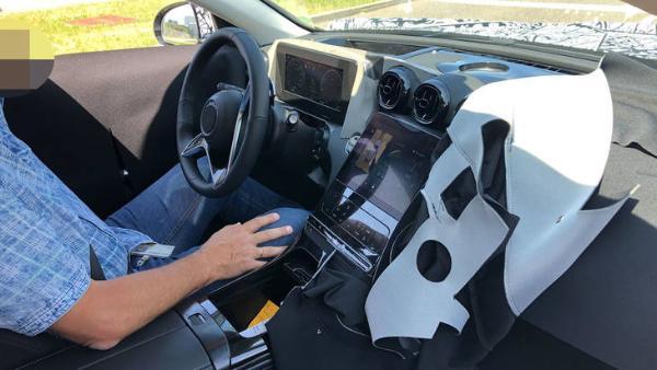 奔驰全新C级内饰曝光 汲取全新S级设计/配新样式方向盘