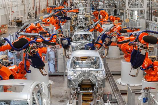 剑指特斯拉Model 3 宝马测试i4电动车