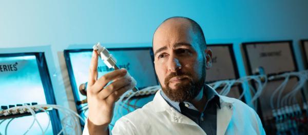 佛罗里达国际大学研发新款电动汽车电池 将续航里程延至1448公里