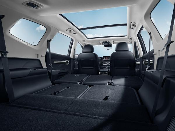 进军中型SUV市场 吉利全新豪越正式亮相