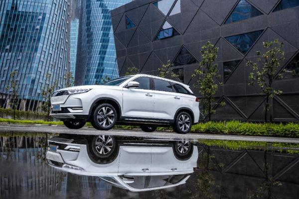 长安欧尚X7 EV正式上市 补贴后售价15.99-17.99万元