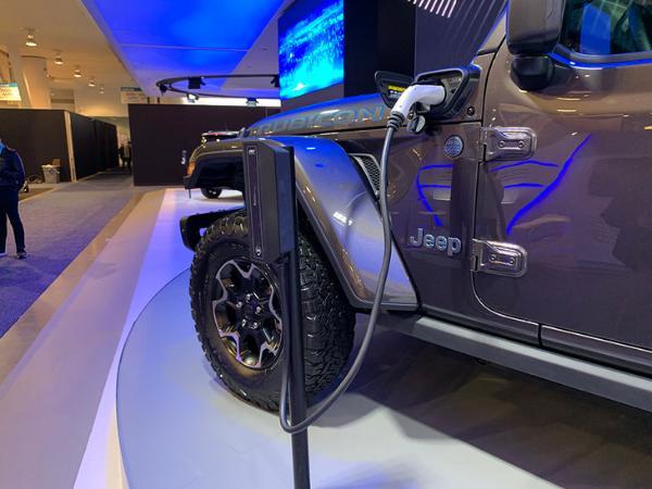 Jeep牧马人PHEV将于9月4日国内亮相 延续燃油版经典设计