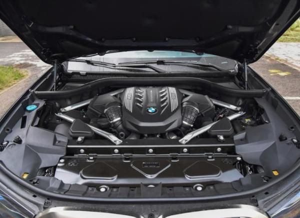 2021款宝马X7正式上市 售价区间100万-164.8万
