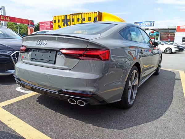 新款奥迪S5 Sportback实车到店 外观设计升级 预售62.5万元起