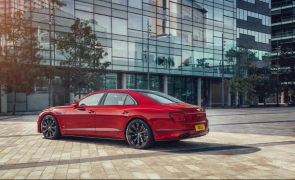 全新宾利飞驰V8车型官图发布 零百加速仅需4.1秒