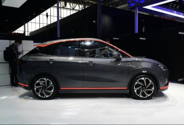 全新哪吒V正式上市 4款车型/5.99万元起