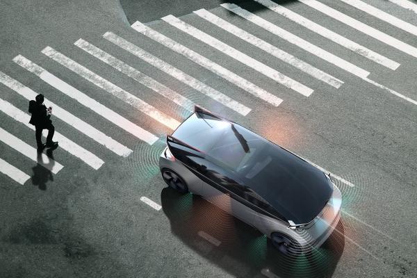沃尔沃自动驾驶车利用声音和灯光与行人交流 可提升自动驾驶安全性