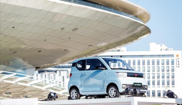 上汽通用五菱11月销量公布 月销量突破19.4万辆