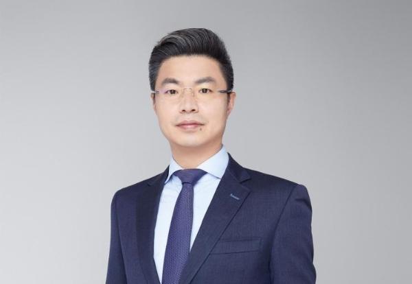 头衔:庞忠志是捷豹路虎IMSS公司机构销售执行副总裁