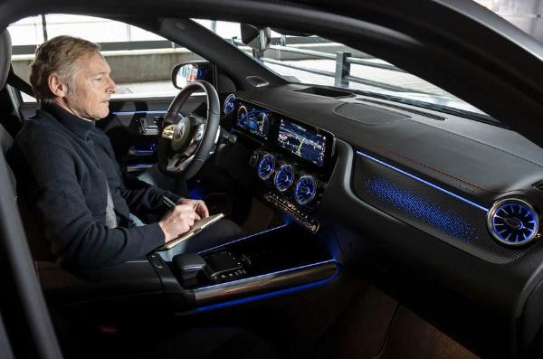 奔驰入门级紧凑纯电动SUV车型EQA实车曝光