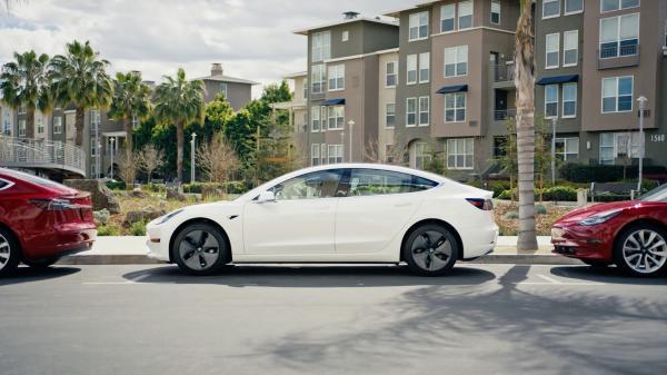 特斯拉2.5万美元电动车最早可能2022年面市 将搭载新电池技术