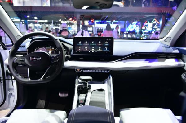 吉利星瑞新车型曝光 预售13.27万元 合资紧凑级轿车杀手?
