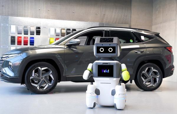 """开启非接触服务时代 现代汽车集团推出AI服务机器人""""DAL-e"""""""