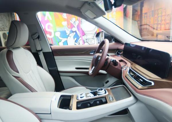福特领裕实车亮相 定位中大型SUV 或上半年上市