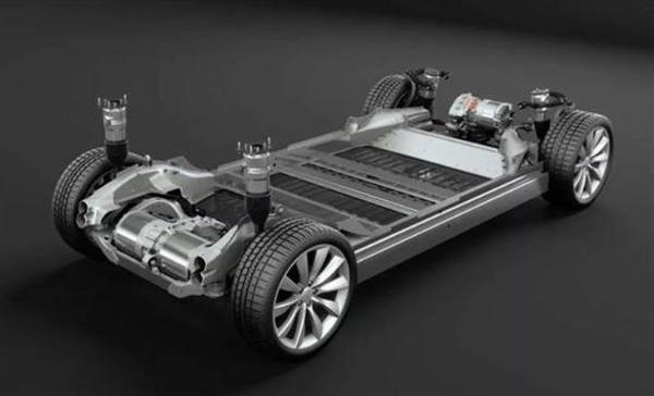 特斯拉Model S的内饰谍照曝光 延用传统方向盘