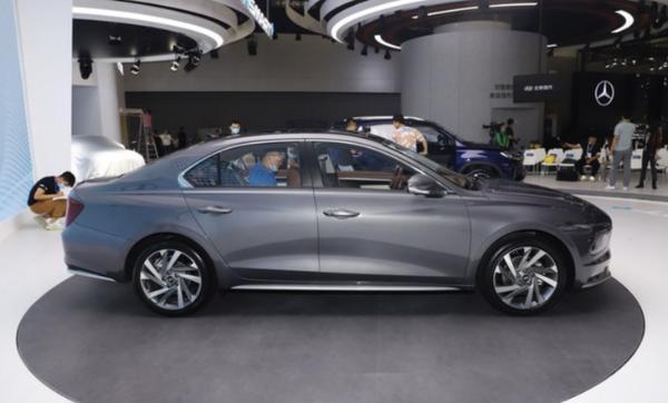 北京现代全新名图将于3月1日正式上市 提供燃油/纯电版车型可选