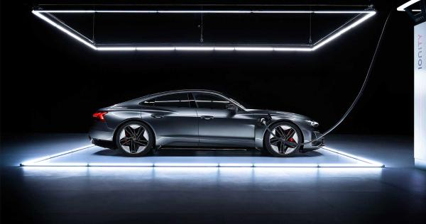 今年引入中国 奥迪旗舰电动车e-tron GT全球首秀