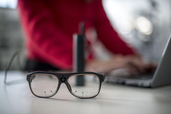 西雅特采用眼球追踪眼镜跟踪驾驶员注视方向 让驾驶更安全
