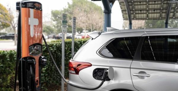 2021款三菱欧蓝德PHEV车型官图曝光 动力数据全面提升
