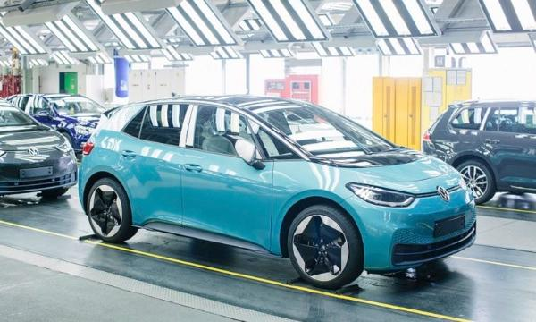 宝马CEO:传统车企将取代特斯拉在电动车领域的地位