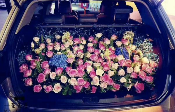 想想难忘的情人节?车内浪漫配置不能少