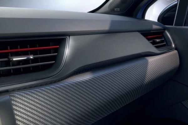 雷诺Captur R.S.Line正式发布 外观内饰更运动/搭1.6L发动机