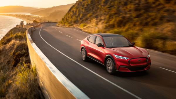 福特投220亿美元发展电动车 12年首次出现年度亏损