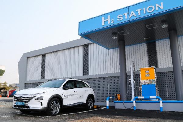 """现代NEXO荣获《GQ》2021""""年度最佳新能源汽车""""称号"""