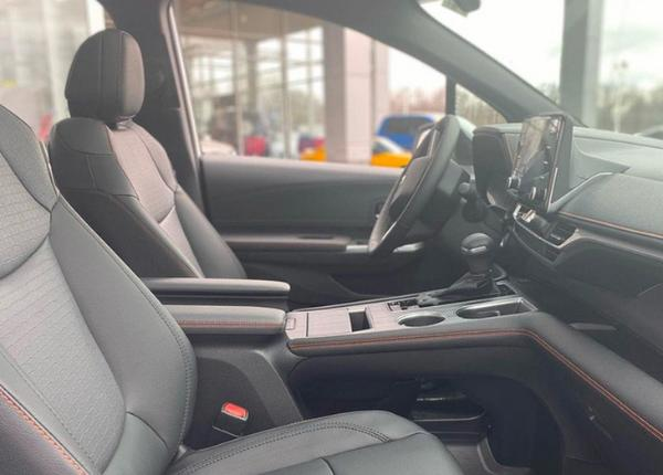 全新丰田塞纳运动版海外实车曝光 配黑色套件 采用混动动力