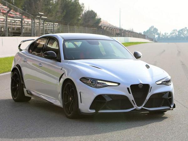 阿尔法罗密欧Giulia GTA实车曝光