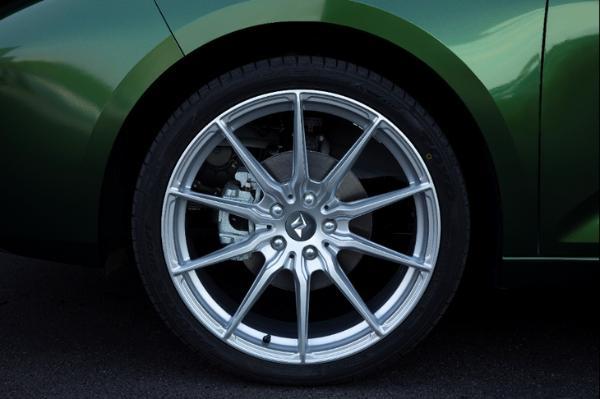 新宝骏休旅车定制版实拍曝光 搭20英寸锻造轮圈 野味十足