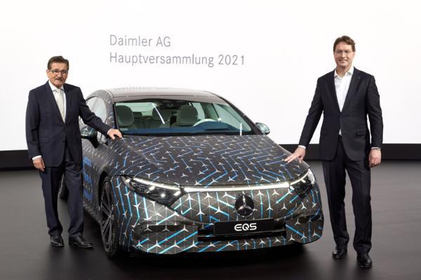 戴姆勒将加速电气化汽车阵容 卡车部门年底完成上市