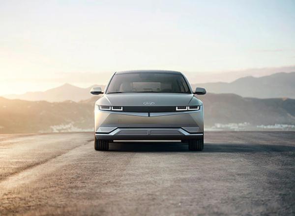 现代爱奥尼亚克(Hyundai IONIQ)的第一辆汽车在一年内的国内最大续航时间为600公里 定位纯电动中型SUV