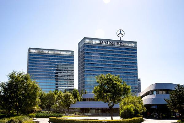奔驰助力第22届中国发展高层论坛召开 全新S级为指定贵宾用车