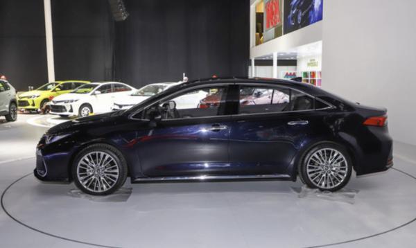 一汽丰田ALLION正式定名亚洲狮 现已开启预订 本月29日上市