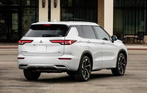 全新一代三菱欧蓝德明年国产 车身尺寸全面超越日产奇骏 增混动版车型
