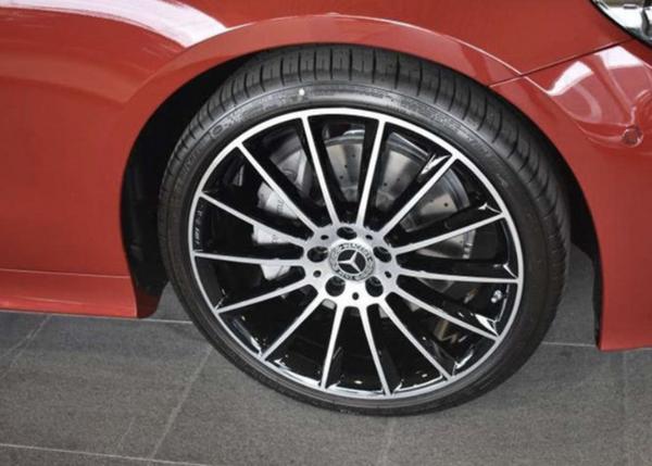 奔驰E级轿跑版实拍图曝光 外观设计时尚优雅