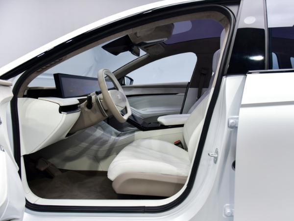 2021上海车展:智己汽车旗下首款纯电轿车预售