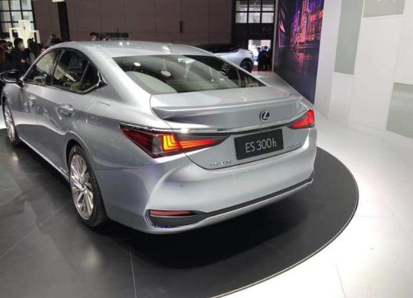 2021上海车展:雷克萨斯新款ES首发亮相