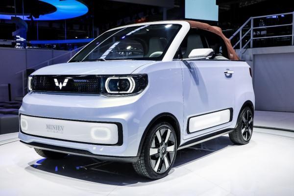 五菱品牌亮相上海车展,新能源首款敞篷车首秀