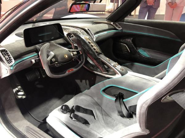 红旗S9量产版上海车展首发亮相 零百加速1.9秒 搭载混动系统