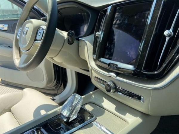 新款沃尔沃XC60内饰图曝光 水晶挡杆质感十足