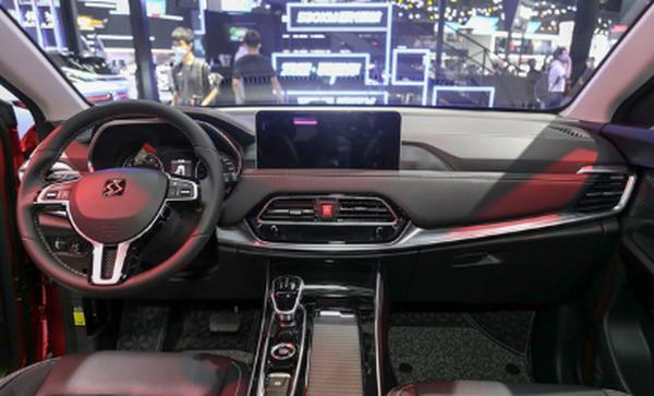 思皓X8新增两款车型 售价10.38-11.08万元 配置升级