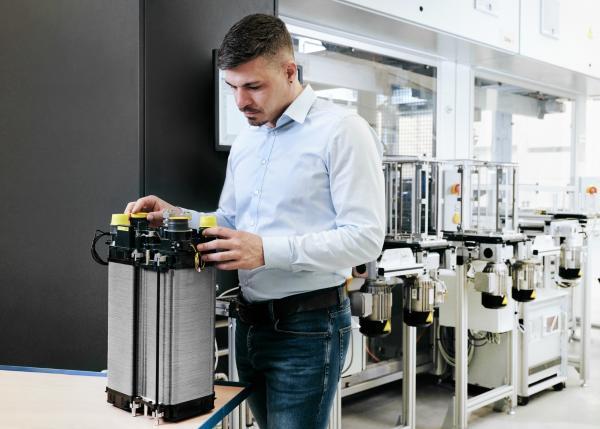 EKPO 燃料电池技术有限公司赢得燃料电池电堆的量产合同