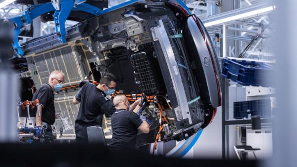 奔驰EQS现已生产下线 纯电续航770km 利用可持续能源打造